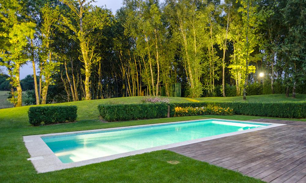 Diseño y ejecución de piscinas y estanques por Xardín Senra en Santiago
