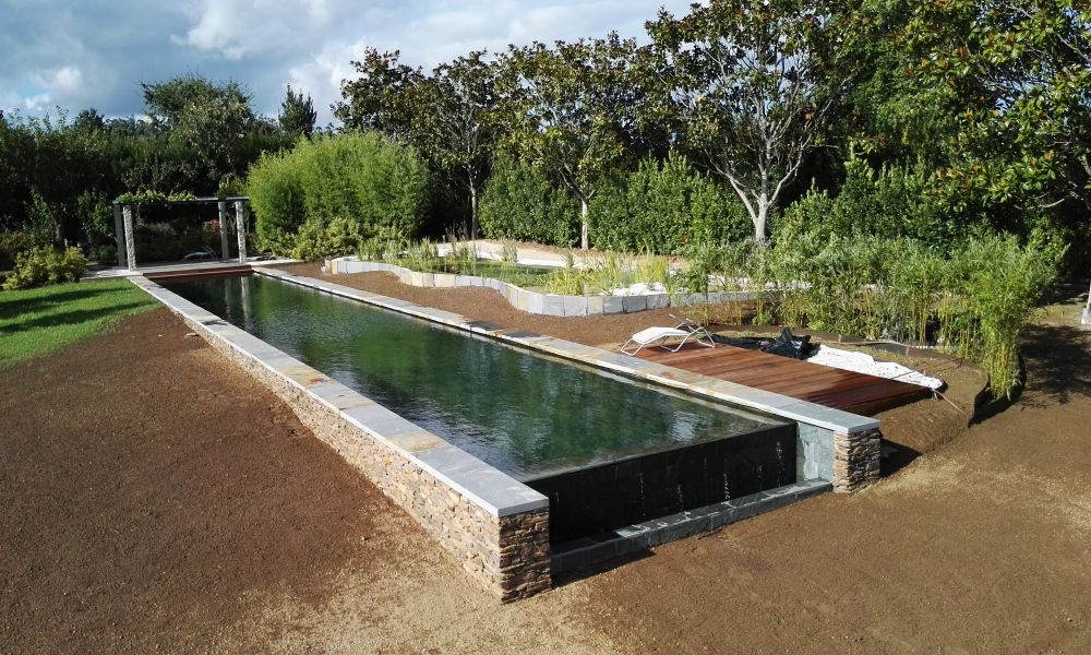 Como construir una piscina natural awesome la zona en la for Como hacer una piscina natural